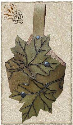 Handmade leather drinkhorn holder