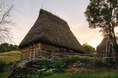 Primul muzeu viu din Romania se deschide in vara intr-un sat cu 14 locuitori English Village, Romania, House Styles, Traditional, Life, Architecture, Places, Google, Travel