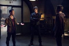 """In the """"Tomorrow People"""" episode, """"Kill or Be Killed,"""" John's past is exposed as he hunts down an old friend, Killian McCrane (Jason Dohring)."""