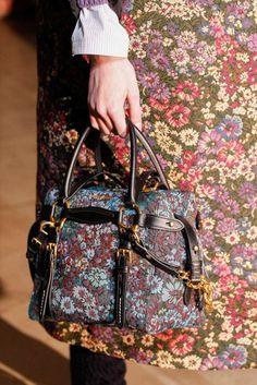 Collezione borse Miu Miu Autunno Inverno 2016-2017 - Handbag ricamata con fibbie