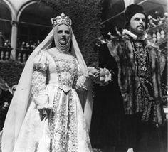 """Jadwiga Smosarska i Witold Zacharewicz jako Barbara Radziwiłłówna i Zygmunt August w filmie """"Barbara Radziwiłłówna"""" (1936)"""