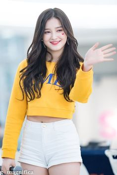 Momoland Nancy was born on April to a korean mother and american father. however her education is completed from daegu in Korea-bboom bboom Korean Beauty Girls, Beauty Full Girl, Cute Beauty, Korean Girl, Asian Beauty, Beautiful Chinese Women, Beautiful Girl Image, Beautiful Asian Girls, Nancy Jewel Mcdonie