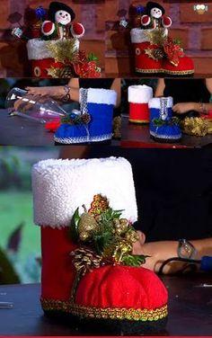 """Passo a Passo """"Bota de Natal"""" com Garrafa PET Felt Christmas, Country Christmas, Christmas Time, Christmas Stockings, Christmas Ornaments, Christmas Shoes, Christmas Christmas, Recycled Crafts, Diy And Crafts"""