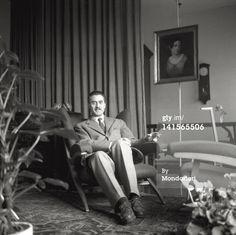 Franco Albini sulla poltrona Fiorenza, fotografia di Mario De Biasi #francoalbini #mariodebiasi #armchair #fiorenza #cicognino