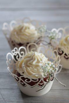 Bananen Cupcakes im Hochzeitsdesign Pudding, Desserts, Food, Pies, Baking, Tailgate Desserts, Puddings, Dessert, Postres