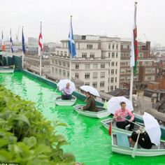 Bompas and Par innovative use of the Selfridges roof: Connect the roof to the wonder rooms exhibition and Window - A boat with a view: (Left to right) Tony Lucas, Sam Bompas, Mark Brooks, and Zanna McFerson afloat on the boating lake Garden Bar, Rooftop Terrace, Terrace Garden, Garden Ideas, Terrace Ideas, Selfridges London, Pergola Plans, Diy Pergola, Pergola Kits