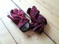 Niet erg milieuvriendelijk, maar deze handschoenen zijn vuil en schoonmaken van suède is prijzig. Toch maar weg dus.