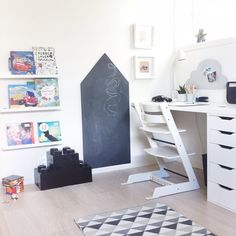 ✨✨So ready for this weekend to start✨✨ #barnerom #barnrum #børnerom #kidsroom #barnrumsinspo #nordiskehjem #interior2you #interior4all #dyi #ikea #snedesign #magneticboard #magnettavle #tripptrappstol #lego