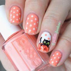 Instagram media la_paillette_frondeuse -  halloween  #nail #nails #nailart