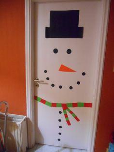 Sunshine: Πορτα χιονανθρωπος ///Snowman door Snowman Door, Christmas Ideas, Sunshine, Clock, Doors, Education, Wall, Home Decor, Watch