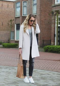 Outfit: Witte sneakers