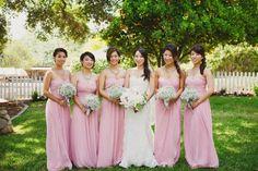 Padronizar os vestidos das madrinhas já caiu no gosto das noivinhas. E que tal escolher o cor-de-rosa? Do mais suave ao mais forte, as inspirações estão lindíssimas! Confira o post e escolha a sua preferida!