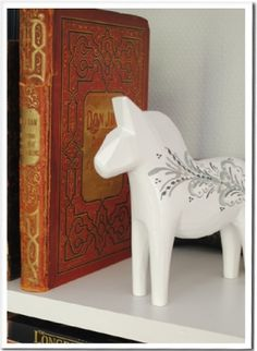 Dalecarlian Horse - white/grey. when painted with kurbits they generally are only painted on one side with the decoration;