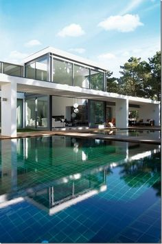 Modern white house with pool Villa Architecture, Beautiful Architecture, Contemporary Architecture, Mediterranean Villa, Modern Pools, House Goals, Exterior Design, Modern Exterior, My Dream Home