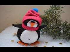 DIY pingüino calcetín - YouTube Ladybug, Crochet Hats, Diy, Christmas Ornaments, Holiday Decor, Youtube, Bugs, Home Decor, Sewing Lessons
