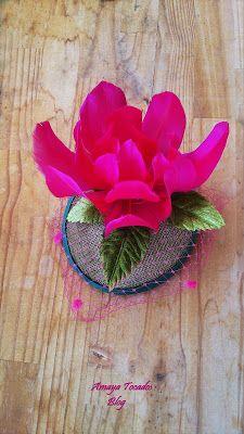 #Amayatocados #flor, #florplumas #tocadopequeño #hair #tull #tullplumeti #bridal #plumaavestruz #dorado #complementos, #chic, #boda, #fiesta, #moda #invitadaperfecta #flor #lino #accesorios #wedding #terciopelo #andalucia #artesania #novia #tocado , #pequeñotesoro , #madrina , #buganvilla #colororo