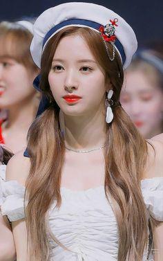 Yuehua Entertainment, Starship Entertainment, Cosmic Girls, Kpop Girls, Girl Group, Poses, Celebrities, Female Artist, Comic