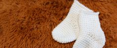 Newborn crochet baby socks free pattern with video tutorial