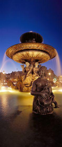 #Fontaine de la place de la Concorde  #Paris © 1999
