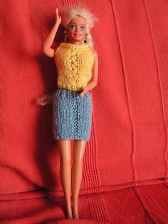 Si vous voulez voir les autres vêtements déjà réalisés, au dessus de mon article, cliquez sur catégorie puis sur vêtement pour poupée Barbie et vous retrouverez tous les articles de cette catégorie Fourniture : laine jaune (pour aiguille n° 2) laine bleue...