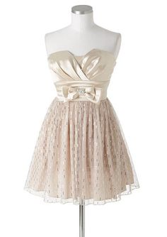 This dress is so GORGEOUS <3 this is what I want my grad dress to look like  :)