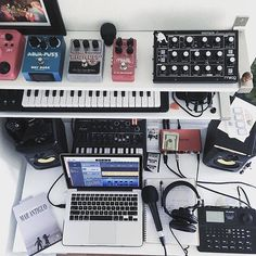 67 ideas home studio music production for 2019 - Entertainment Home Music Rooms, Music Bedroom, Music Studio Room, Home Studio Setup, Studio Studio, Studio Gear, Music Desk, Music Music, Recording Studio Design