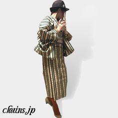 【着物コーディネート】 ストライプ着物×ハット×パンプス アンティークなストライプ着物にグレーボーダーのレトロな帯を合わせたコーディネート。敢えてショート丈にしてオレンジのカラータイツを見せるのがポイント。 http://www.chuins.jp #着物 #コーディネート #カラータイツ #パンプス