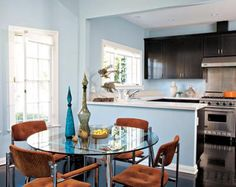 Eclectic dining room with navy blue walls, arched doorway, eclectic photo gallery, round metal dining table, orange leather tufted dining chairs and glossy espresso wood floors. Light Blue Kitchens, Brown Kitchens, Kitchen Cabinet Design, Kitchen Decor, Kitchen Cabinets, Kitchen Walls, Kitchen Ideas, Open Kitchen, Kitchen Interior
