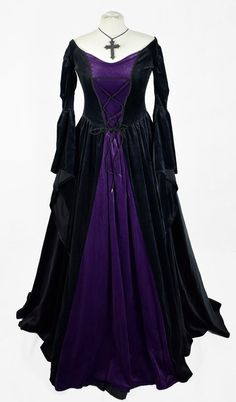 Mar 2020 - Melian Gown - steamed velvet medieval steampunk goth gown by Moonmaiden Gothic Clothing Gothic Corset, Gothic Dress, Gothic Outfits, Gothic Steampunk, Victorian Gothic, Gothic Lolita, Medieval Gown, Fantasy Gowns, Vintage Gowns