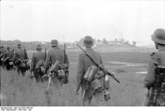 """adlerangriff: """"Operation Barbarossa The Invasion of Russia meant long marches for a lot of Wehrmacht soldiers """" German Soldiers Ww2, German Army, Battle Of Moscow, Operation Barbarossa, Germany Ww2, German Uniforms, Total War, Military Photos, Red Army"""