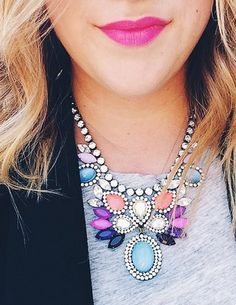 Gorgeous statement necklace http://rstyle.me/n/tbjdnn2bn