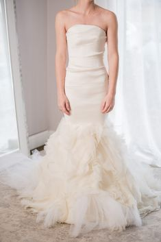 7645383e99157 Vera Wang Kathleen in Ivory, $4,200 Size: 00 | Used Wedding Dresses
