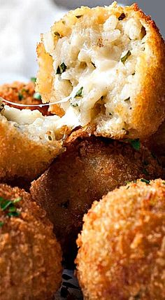 Classic Italian Arancini Rice Balls in bite size form! Make risotto in the oven to make these with ease, or use leftover risotto. Shallow fried OR baked! Italian Appetizers, Appetizer Recipes, Italian Entrees, Cold Appetizers, Italian Snacks, Italian Dishes, Italian Recipes, Vegetarian Recipes, Cooking Recipes