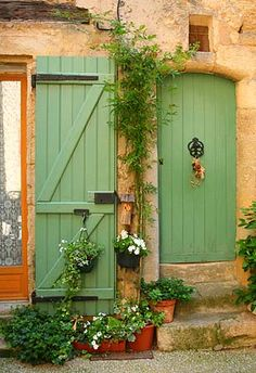 GreenDoors, Provence - the green of the doors. Cool Doors, Unique Doors, Country Patio, Concrete Patio Designs, Patio Steps, Door Gate, Closed Doors, Door Knockers, Doorway