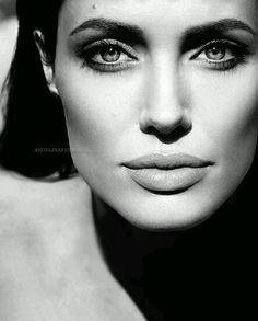 Angelina Jolie by Mert and Marcus (Vanity Fair portrait Beautiful Celebrities, Most Beautiful Women, Beautiful People, Beautiful Actresses, Black And White Portraits, Black And White Photography, Black And White Models, Black White, Virtual Fashion