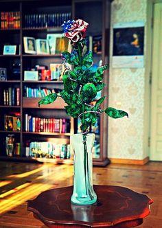 Бисерная роза для первой леди США #бисероплетение #плетениебисером #рукоделие #плетениебисеромнапроволоке #поделки #цветыизбисера #розаизбисера #меланитрамп