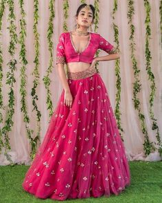 Unique Bridal Lehenga designs that is every Bride's pick in Indian Bridal Outfits, Indian Designer Outfits, Designer Dresses, Indian Wedding Gowns, India Wedding, Designer Wear, Wedding Dresses, Dress Indian Style, Indian Dresses