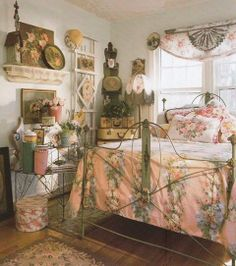 Bedroom Interior Decorating Idea In Cottage Style With Graceful Natural Colors Tremendous Vintage Design Ideas Pictures