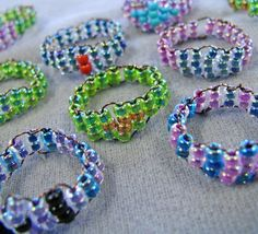 Woven Seed Bead Rings (more ideas at: http://www.craftevolution.com/?p=1130 and http://www.lampworktutorials.com/jewelry-making-beadweaving/rings/)