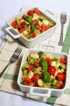 ITALIAN FOOD - GNOCCHETTI VERDI AL BASILICO CON POMODORINI E MOZZARELLA (Basil Gnocchi with Cherry Tomatoes and Mozzarella)