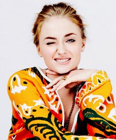 Sophie Turner's face reminds me of Shailene Woodley for some reason XD