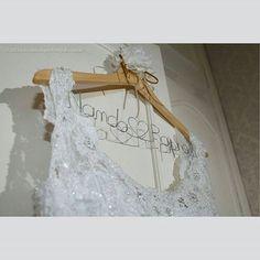 Cabide personalizado. #aramedeideias #noiva #casamento #makingof #cabidepersonalizado