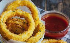 Los aros de cebolla más crujientes que probarás en tu vida. Veggie Recipes, Mexican Food Recipes, Cooking Recipes, Think Food, Love Food, Food Porn, Tasty, Yummy Food, Snacks