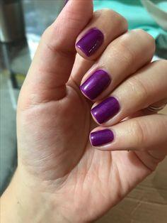 Suzi & the 7 Düsseldorf OPI on top of You glare, I glow Gelish #shellac #gel #purplenails