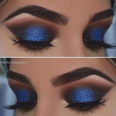 Bold, Blue Glitter Eye Makeup make up bright 23 Stunning Makeup Ideas for Fall and Winter Pixi Beauty, Beauty Makeup, Beauty Tips, Makeup Style, Beauty Hacks, Eye Makeup Tips, Smokey Eye Makeup, Makeup Ideas, Makeup Tutorials