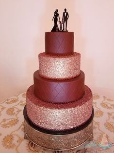 Stunning burgundy and rose gold wedding cake! Simple design with impactful colors for a showstopper finish. Gold Wedding, Simple Designs, Wedding Cakes, Burgundy, Rose Gold, Colors, Desserts, Beauty, Food