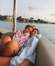 December 30 2019 at fashion-inspo Foto Best Friend, Best Friend Photos, Best Friend Goals, Best Friends, Shotting Photo, Cute Friend Pictures, Bff Pics, Best Friend Photography, Lake Pictures