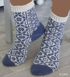 Ravelry: Harmoni sokker pattern by StrikkeBea Fair Isle Knitting, Knitting Socks, Hand Knitting, Knitting Patterns, Knit Picks, Christmas Knitting, Knitted Bags, Leg Warmers, Mittens