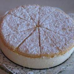 So herrlich frisch und saftig schmeckt nur eine: Diese Käsesahne-Torte darf auf keinem Geburtstagskuchenbuffet fehlen. Lässt sich auch super am Vortag zubereiten!