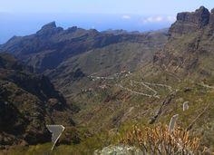 Masca on upea luonnonkaunis laakso komeiden vuorten keskellä Teneriffalla. Laaksoon vievät kapeat serpentiinitiet ovat ainoa reitti nähdä tämä saaren helmi. Lue lisää blogista! // www.kookospalmunalla.fi // Masca is a wonderful naturally beautiful valley in the middle of massive mountains in Tenerife. The narrow serpentine roads are the only way to reach the valley and the most beautiful spot on the island. More on blog! // #masca #tenerife #teneriffa #kookospalmunallablog #matkablogi Naturally Beautiful, Most Beautiful, Canary Islands, Grand Canyon, Safari, Middle, Mountains, Nature, Travel